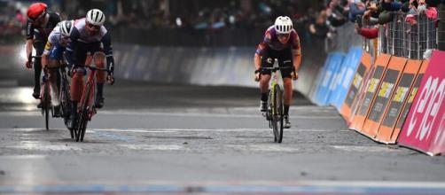 Ciclismo, brutta caduta per Jacopo Mosca ai campionati italiani di cronometro: è in ospedale.