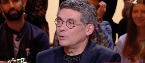 Thierry Moreau sur le plateau des Enfants de la Télé - Source : capture d'écran France 2