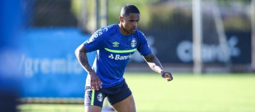Grêmio deve antecipar estreia de Douglas Costa (Lucas Uebel/Grêmio FBPA)