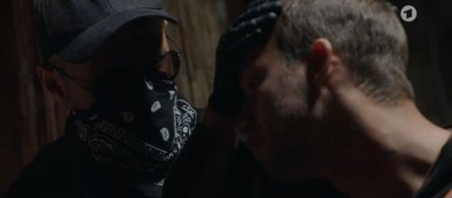 Tempesta d'amore, spoiler sino all'11 giugno: Erik soffre per Tim, Ariane lo ricatta.