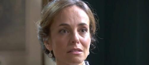 Una Vita, trame spagnole: Felicia scandalizzata dalla tela di Maite che rappresenta Camino.
