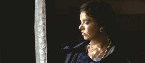 Una Vita, trame spagnole: Salmeron vorrà liberarsi della domestica Agustina.