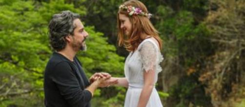 Comendador e Isis se casam em 'Império'. (Reprodução/TV Globo)