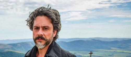 José Alfredo teme nunca mais retornar ao Monte em 'Império'. (Reprodução/TV Globo)