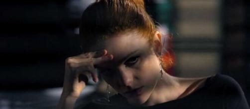 Nanda se joga na vida mundana em 'A Vida da Gente' (Reprodução/TV Globo)