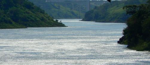 Outrora imponente e cheio, Rio Paraná sofre com a seca prolongada por falta de chuvas (Marcio Ramalho/Flickr)