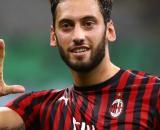Tentativo last minute del Milan per convincere Calhanoglu: il turco ha preferito l'Inter.