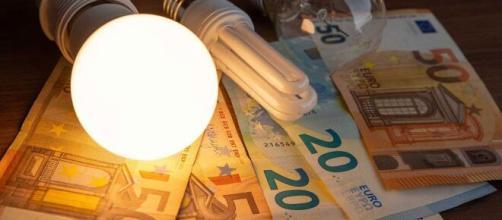 El Gobierno baja el IVA en la factura de la luz este jueves (RTVE)