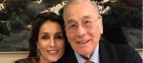 Enrique Ponce borra de su página web las fotografías con Paloma Cuevas y su suegro. (Instagram @palomacuevasofficial)
