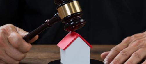 Esecuzioni immobiliari e blocco sfratti.