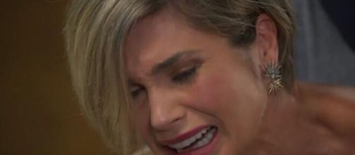 Helena toma atitude impensável em 'Salve-se Quem Puder'. (Reprodução/TV Globo)