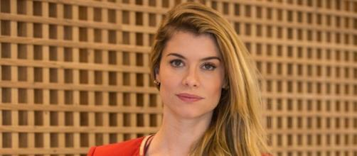 Alinne Moraes assina carta (Divulgação/TV Globo)