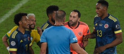 L'erreur d'arbitrage sur l'égalisation du Brésil contre la Colombie fait polémique (credit : L'Equipe TV)