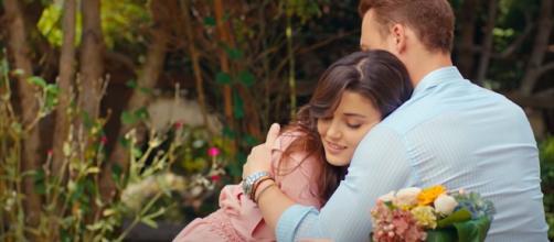 Love is in the air, spoiler turchi: Eda dice a Selin che presto si sposerà con Serkan.