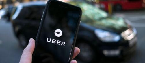 Aplicativo Uber não ofereceu defesa prévia para o motorista denunciado, segundo a Juíza (Arquivo Blasting News).
