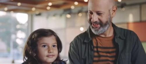 Campanha LGBTQIA+ do Burger King com crianças sofre ataques (Arquivo Blasting News)