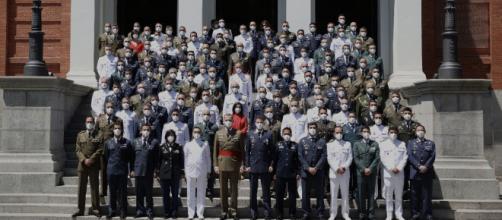 El Rey junto a los nuevos diplomados en Estado Mayor. Notesé el empleo de mascarillas contra el coronavirus © Casa de S.M. el Rey