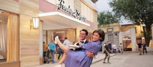 Ilaria Rossi ed Emanuel Caserio in una foto sul set de Il Paradiso delle signore.