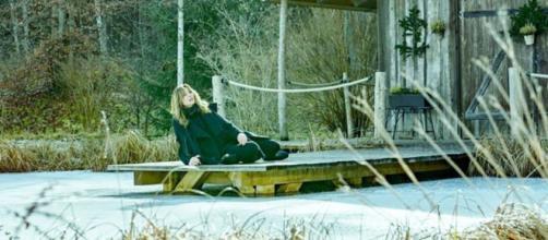 Tempesta d'amore, trame tedesche: Ariane cerca di essere felice per il tempo che le rimane.