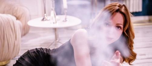 Tempesta d'amore, trame tedesche: Ariane sviene e rischia di morire tra le fiamme.