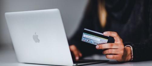 Image of a credit card via Unsplash (https://unsplash.com/photos/gf8e6XvG_3E)