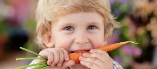 Como fazer crianças comerem alimentos saudáveis. (Arquivo Blasting News)