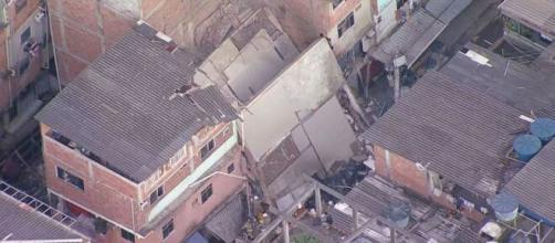 Prédio desaba na zona oeste do Rio de Janeiro (Reprodução/TV Globo)