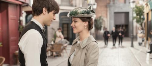 Una vita, trame Spagna: Cinta va in tour in Andalusia, Emilio ha paura che lo dimentichi.