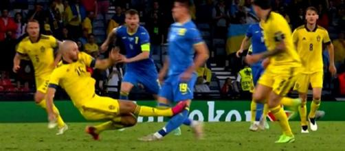 Le tacle dangereux de Danielson lors du match Suède - Ukraine - Source : capture d'écran BeIN Sport