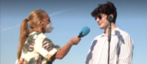 Belen Esteban entrevistando al representante de Suiza en Eurovisión Gjon's Tears (Telecinco)