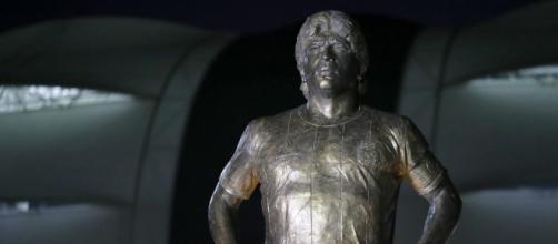 Une statue géante de Maradona inaugurée en Argentine (Credit : Goal en espanol et FAF)