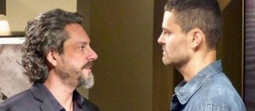 Alfredo faz descoberta em 'Império' (Reprodução/TV Globo)