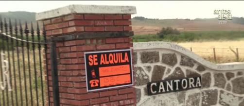 Este fin de semana, Cantora ha amanecido con un cartel de 'Se alquila' (captura 'Socialité')