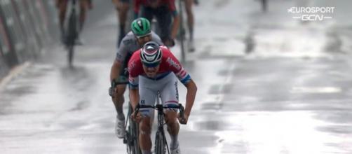 La vittoria di Mathieu Van der Poel nella seconda tappa del Giro di Svizzera.