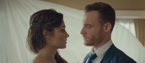 Love is in the air, episodi turchi: Eda accusata dalla stampa di stare con Bolat per soldi.