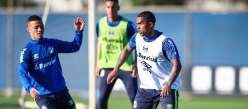 Grêmio prepara estreia de Douglas Costa com cautela (Lucas Uebel/Grêmio FBPA)
