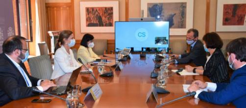 La ministra de Sanidad ha establecido contacto con los consejeros para elaborar un documento común (Twitter @sanidadgob)