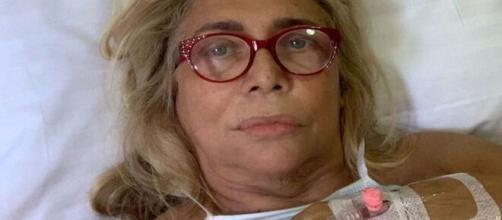 Mara Venier operata d'urgenza per un impianto dentale andato male.