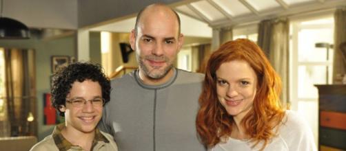 Nanda irá se desesperar ao ter de criar Francisco em 'A Vida da Gente' (Reprodução/Rede Globo)