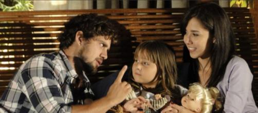 Rodrigo e Manu descobrem terrível doença de Júlia em 'A Vida da Gente' (Reprodução/Rede Globo)