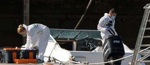 Una botella de buceo y una sábana encontradas en el fondo marino están siendo analizadas (@cronicasdelanza)