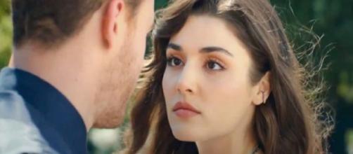 Love Is In The Air, anticipazioni al 18/6: Selin trova l'accordo di fidanzamento di Serkan.