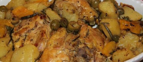 Pollo con i peperoni al forno, un must della buona cucina.