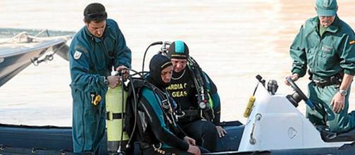 Los rescatistas de la Guardia Civil buscan a la niña desaparecida en una zona de difícil visibilidad (Twitter @guardiacivil)