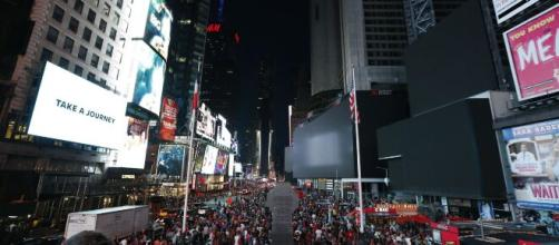 New York City power outage darkens Broadway, Times Square. [Image source/VOA News YouTube video]