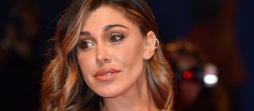 Belen presenta la figlia Luna Marì sui social: 'Parto naturale, 2,9 kg di felicità'.