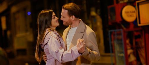 Love is in the air, spoiler al 23 luglio: Eda e Serkan nascondono la loro relazione.