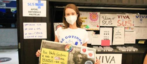 Mariana Ximenes protesta contra Bolsonaro ao receber vacina da covid (Reprodução/Instagram/@marixioficial)