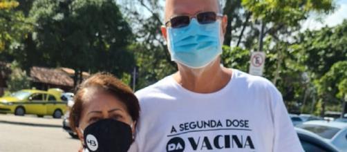 Casal é impedido de se vacinar com camisa contra Bolsonaro (Reprodução/Redes Sociais)