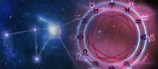 Previsioni oroscopo per la giornata di domenica 18 luglio 2021.